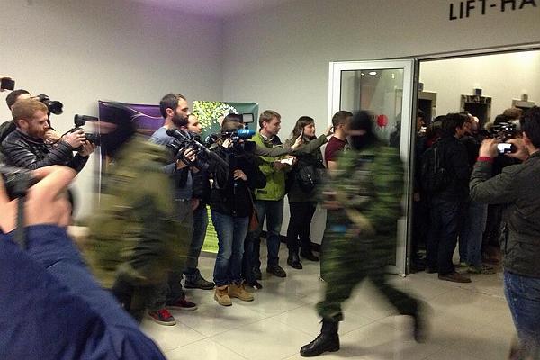 Ukraina: uzbrojone i zamaskowane służby przeszukały hotel dziennikarzy w krymskim Symfereopolu