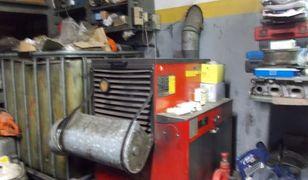 Spalanie śmieci i oleju silnikowego w warsztacie samochodowym na Wawrze