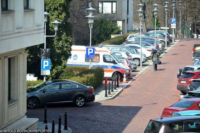 Dyżurna karetka przed Sejmem