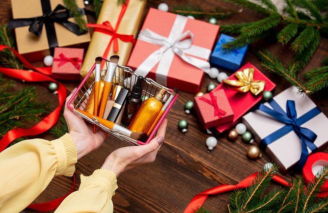 Kosmetyki na święta będą doskonałym pomysłem na upominek dla kobiety