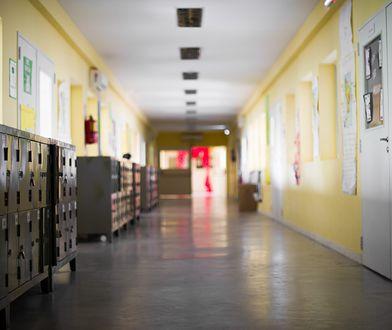"""Działacz pro-life puścił w szkole drastyczny film o aborcji. Dyrektor tłumaczy, że """"uczniowie mogli zamknąć oczy"""""""