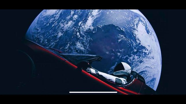 Tesla Roadster w kosmosie.