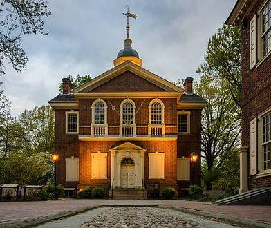 Ówczesna siedziba Banku Pensylwania w Carpenters' Hall, gdzie Patrick Lyon instalował nowe drzwi do skarbca