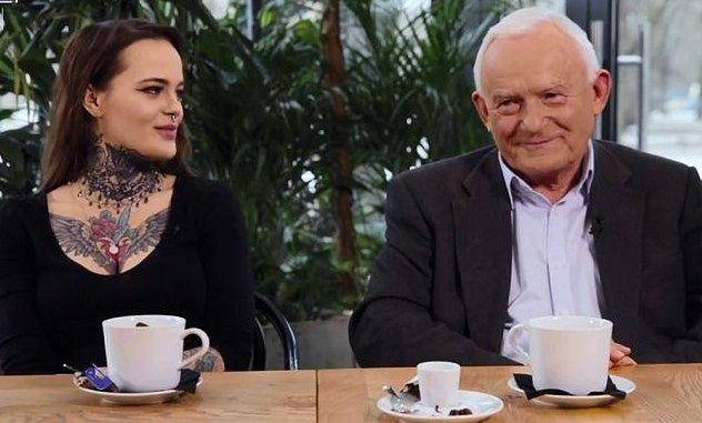 """Leszek Miller – """"spoko dziadek"""". Składa wytatuowanej wnuczce życzenia na Facebooku"""