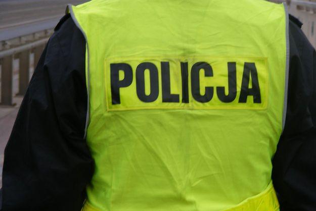 Zarzuty dla policjantów. Na leśnym parkingu mieli niszczyć służbowe akta