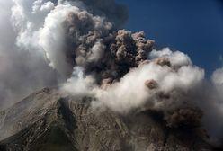 Erupcja wulkanu Sinabung. Słup popiołu osiągnął wysokość 5 km