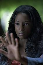 "Parker Young i Rutina Wesley w ""Arrow"""