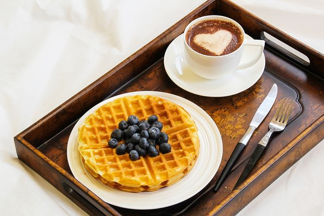 Taca przyda ci się nie raz i to nie tylko podczas śniadania, lecz także pikniku, pracy z laptopem czy czytania w łóżku.