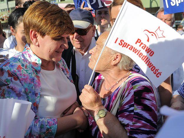 Sondaż: kto byłby lepszym premierem: Kaczyński czy Szydło?