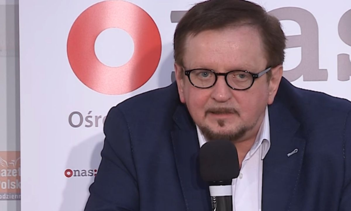 """Stanisław Janecki to prawicowy dziennikarz, od 2016 r. współprowadzący program """"W tyle wizji"""" na TVP Info"""
