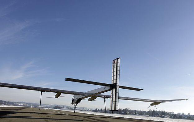 Napędzany energią słoneczną samolot wylądował w Arizonie