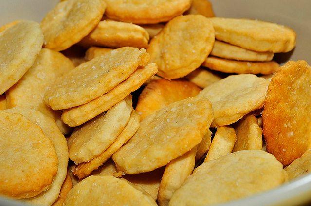 Krakersy o niskiej zawartości soli