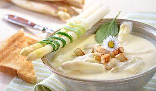 Kremowa zupa szparagowa. Tak smakuje wiosna