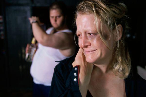 Dlaczego kobiety są z mężczyznami, którzy je biją?