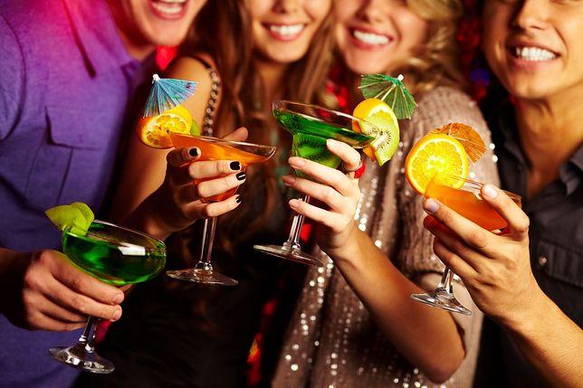 Drinki na Sylwestra - proste przepisy na kolorowe koktajle