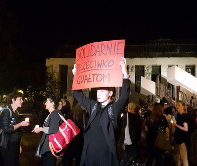 """""""Milczymy dla niej, krzyczeć jeszcze będziemy"""". Tak protestowano po śmierci 26-latki"""