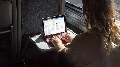 Surface Go to sprzęt do poważnej pracy. Sprawdzi się w portach i hurtowniach