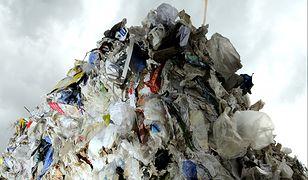 Hałdy śmieci straszą mieszkańców Warszawy