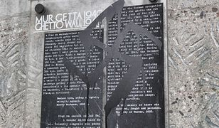 """Swastyka na tablicy upamiętniającej getto. """"Jak to zobaczyłam, to się rozpłakałam"""""""