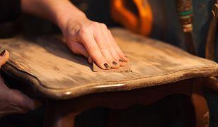 Stare meble z duszą: czy odnawianie mebli ma sens?