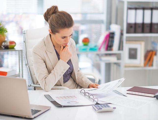 Równość w biznesie. Kobiety wciąż uwięzione między lepką podłogą a szklanym sufitem