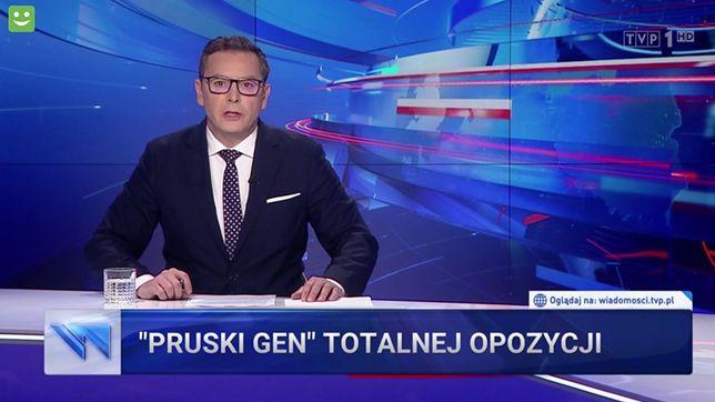 """Prowadzący """"Wiadomości"""" Michał Adamczyk i środowy pasek"""