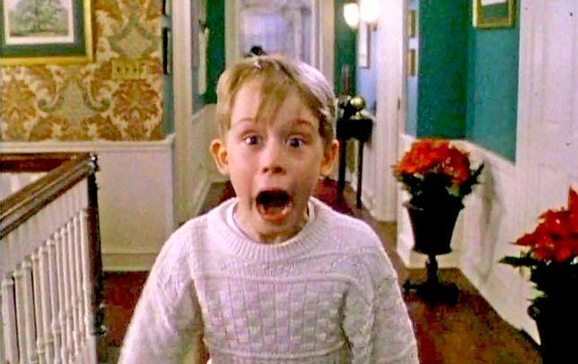 Kevin znów sam w domu. Macaulay Culkin odtworzył sceny z filmu w reklamowym spocie
