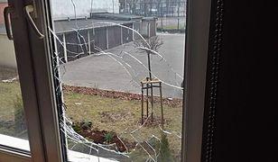 Rozbite szkło i zdemolowane drzwi. Porachunki sąsiedzkie na Mokotowie