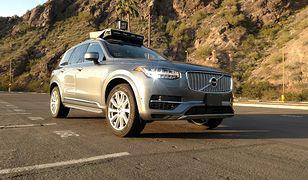 Po niebezpiecznie wyglądającej kolizji Uber wstrzymał swój program rozwoju pojazdów autonomicznych
