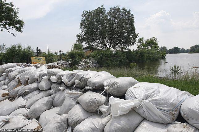 Kilka dni wcześniej woda podeszła pod domy w miejscowości Nowakowo