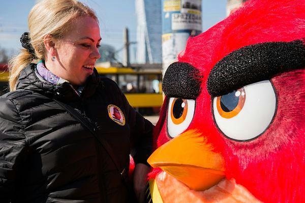 """Red z """"Angry Birds Film"""" tegorocznym ambasadorem Międzynarodowego Dnia Szczęścia"""