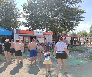 Szturm na sklep przy plaży. Czytelnik wysłał zdjęcie