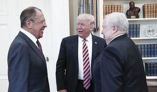 Siergiej Ławrow, Donald Trump i Siergiej Kisliak podczas spotkania w Białym Domu