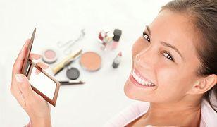 Trwały makijaż wykonamy przy pomocy odpowiednich kosmetyków