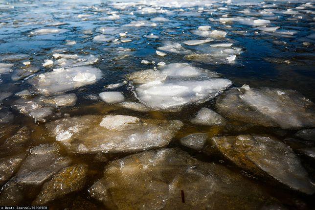 Września. Pod trzema chłopcami załamał się lód