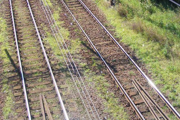 53-latek wpadł pod pociąg w Gołaszynie. Przechodził przez tory przy zamkniętych rogatkach