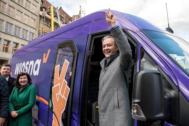 Wiosna: Robert Biedroń ze swoją partią przyciąga młodych i wykształconych? Sprawdź, wyniki sondażu CBOS