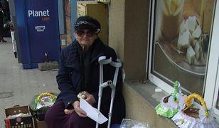 Dostała mandat za sprzedawanie serwetek na ulicy. Internauci zafundowali jej piękne święta