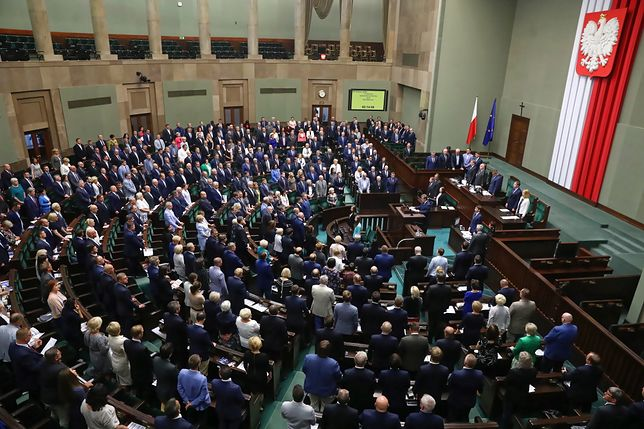 Kto wygra wybory parlamentarne? Zaskakujący wynik sondażu
