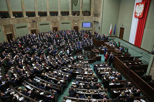 Niemieckie media: polskie władze przekroczyły Rubikon między systemem wolnościowym a autorytarnym