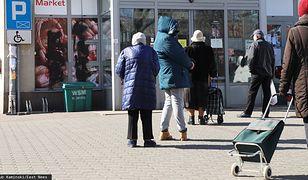 Godziny dla seniorów powodem konfliktów w sklepach. Postawa starszych osób drażni klientów, którzy boją się koronawirusa