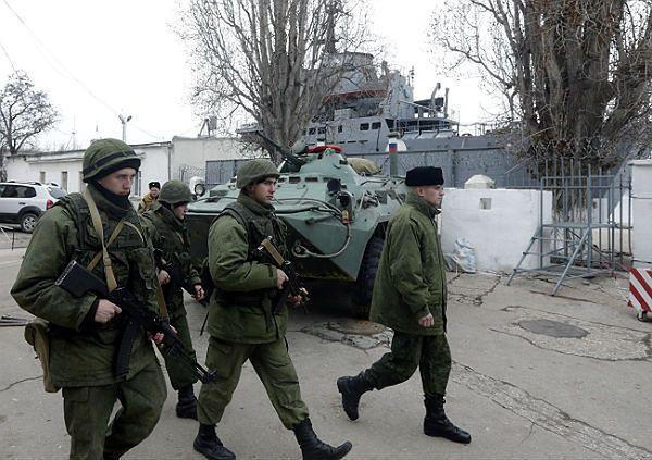 Rosjanie ciągle blokują obiekty wojskowe na Krymie