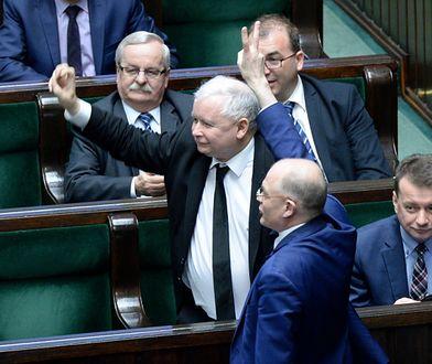 Jarosław Kaczyński i jego partia - pomimo porażki w wyborach samorządowych w większych miastach - może się cieszyć z wyników w sejmikach wojewódzkich