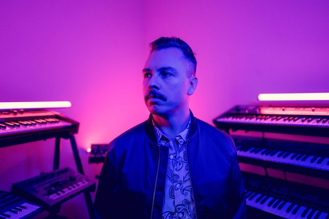 """Nowy singiel Purple Disco Machine. Czy powtórzy sukces hitu """"Hypnotized""""?"""