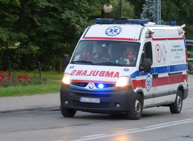 Jeden z pasażerów został zabrany do szpitala śmigłowcem
