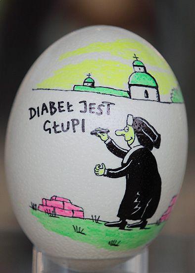Zobacz, co zakonnica pisze na jajku