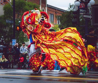 Chiński nowy rok. W dekoracjach ważny jest kolor czerwony. Ma on odganiać złe duchy
