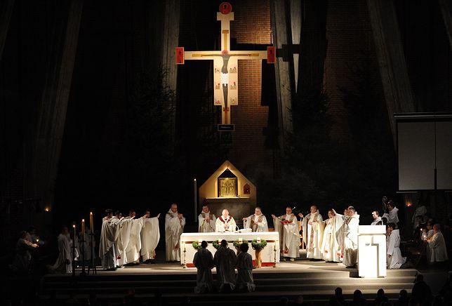 Adwent 2018. Na zdjęciu roraty w parafii św. Dominika na Służewcu w Warszawie (2011 r.)