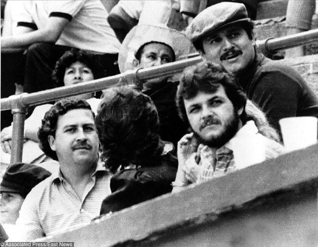Przywódca kartelu z Medellin Pablo Escobar (z lewej) był gorliwym kibicem Atletico Nacional
