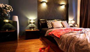 Modna aranżacja sypialni. Wnętrze skąpane w złocie